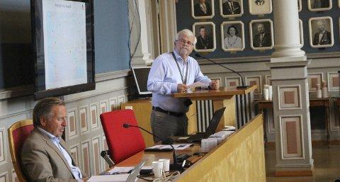 FORTALTE OM ULYKKER: Tore Kaurin i Statens vegvesen fortalte om ulykker som har oppstått på E18 tidligere som følge av liknende løsninger som den Nye Veier vil etablerer ved halvkryssene på Rød og Kjørholt.