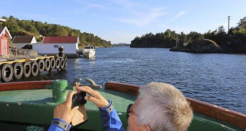 RISØYSUNDET: Her er Risøysundet mellom Siktesøya til venstre og Bjørkøya. Porsgrunn kommune eier fergeleiet på Siktesøya der Brevik Fergeselskap og Helgeroafergene har sine faste ruter om sommeren. Passasjerferga «Løvøy»  har normalt sin sommerrute fra St. Hans og til ut skoleferien i august.