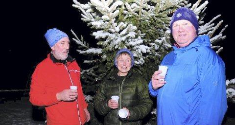 HJERTEVENNER: Snøkutens løpsleder Aud Jovall var begeistret for de hjerteopererte treningskameratene Inge Letnes og Morten Elias Bratengen.
