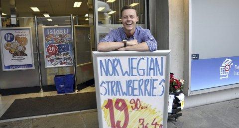 Kjøpmann Mats Lehne i Rema 1000 ypper til priskrig mot Fisketorget. Han selger reker, skjell og krabber for langt under det torghandlerne tar de få meterne over gaten.