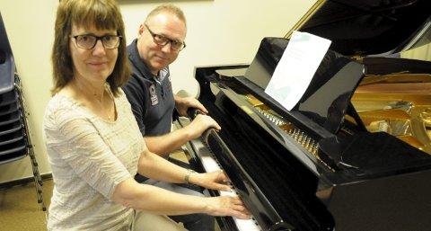 Inger Helen Wien og Trond Lien på musikklinja på Ringerike videregående har tidligere uttalt seg sterkt imot nedleggelse av MUA.