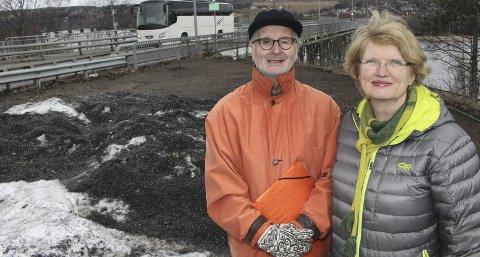 Tenker lokalt: Aage Blegen og Mette Sperre i Fet MDG vil beholde dagens trasé for glommakryssing og bygge tunnel fra østsiden av brua opp til Kringen. FOTO: Linda Ingier