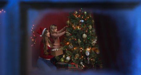 Ukas spørsmål til familieterapeuten kommer fra en mor som gjerne vil være sammen med barna sine på julaften. Utfordringen er at de skal tilbringe julekvelden med faren sin. Illustrasjonsfoto: Colourbox