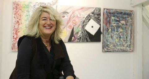 Inviterer: Bente Anker Andersen Tuvnes er en spennende kunstner som har tatt for seg moderne ikoner i samfunnet. Alle foto: Hege Frostad Dahle