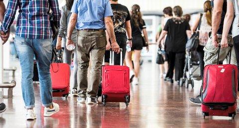 Flyselskapene skylder norske passasjerer rundt 150 millioner kroner bare for juli måned.