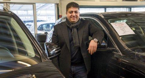 STORSELGER: Loay Said (36) kommer i år til å selge rundt 1.500 biler fra sin bilbutikk i Hurrahølet i Askim. Omsetningen for 2016 runder 300 millioner kroner.