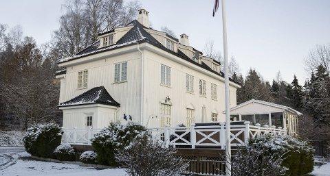 FLOTT VILLA: Vammabakken 40 er eid av Siri og Per-Øyvind Skøien. Den 500 kvadratmeter store boligen ble bygget på begynnelsen av 1900-tallet i forbindelse med kraftutbyggingen i Vamma. Huset ble brukt til administrasjon og leiligheter til ansatte.ARKIVFOTO