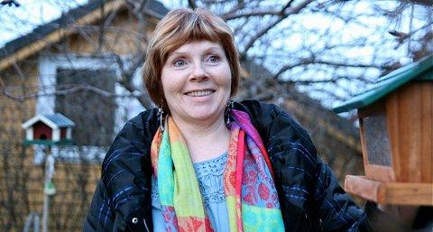 Inger Flatekvål Lea skal telle fugler fra stuevinduet på lørdag.