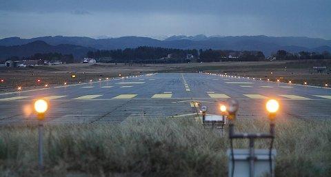 Det var under gravearbeider ved øst-vest-rullebanen (tverrbanen) på flyplassen en bombe ble gravd frem.