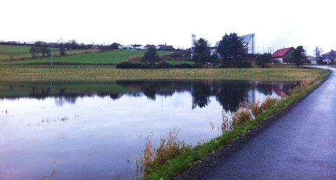 På Ræge var flere jorder oversvømt lørdag ettermiddag. Likevel ser Sola ut til å ha gått klar av det kraftigste regnværet.