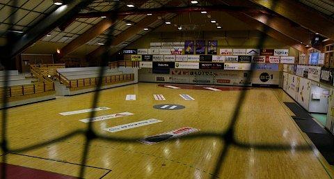 Utbedringene av Åsenhallen er utsatt til tidligst neste sommer.