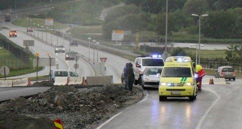 Kort tid etter ulykken var politi og ambulansepersonell på stedet.