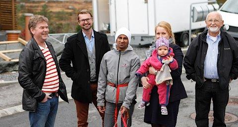 Naboene i Sjøleik synes ikke noe om at politikerne gikk for innstillingen til rådmannen. De mener behandlingstiden i kommunen har tatt for lang tid. Fra venstre: Jone Haugen, Thomas Bærheim, Svein Erik Ytreland, Liv Roth og Per Vassbø.
