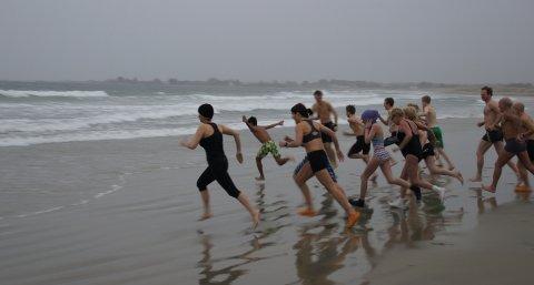 Over 20 personer samlet seg for året siste bad på Solastranden i dag.