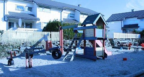 En av mange slitte lekeplasser i kommunen.