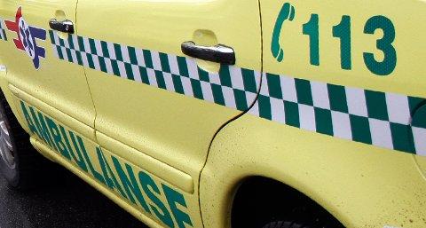42-åringen måtte hentes av ambulanse og ble kjørt til sykehuset.