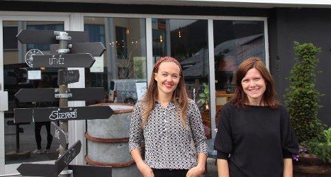 GJENBRUK: Karianne Sørbø (t.v.) og Jeanette Nylund skal torsdag arrangere gjenbruksmarked ved Jobb for livet AS sin kafé og butikk i Rådhusgaten.