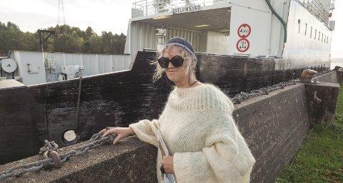 VENTEROM: Gro Elise Aasmundseth ønsker seg et venterom ved ferjeleie i Svelvik.