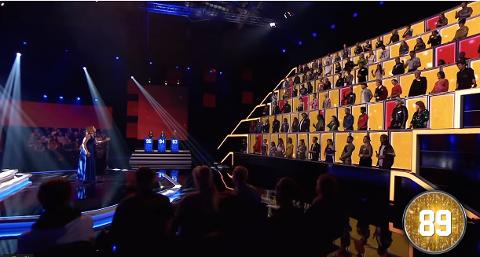 Cecilie Schilling i musikkonkurransen «All Together Now». Totalt fikk hun 96 av de 100 dommerne til å reise seg.