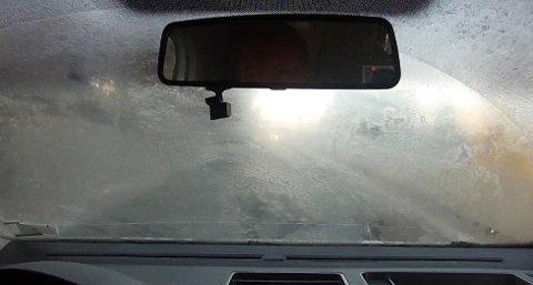 Slik ser det ofte ut når du kjører inn i Strømsåstunnelen fra Mjøndalen-siden.