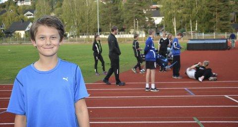 Fornøyd: Jesper Lie Karlberg kan smile fornøyd av resultatene han har oppnådd på friidrettsbanen denne sesongen. Nå venter en liten treningsleir i Danmark.