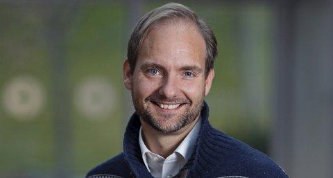 PROFESSOR: NTNU-professor Terje Andreas Eikemo er oppvokst på Batnfjordsøra og kjenner både Kristiansund og Molde godt. - Det er ikke overraskende i det hele tatt av byene kommer så ulikt uit, sier han. Foto: ELIN IVERSEN, NTNU