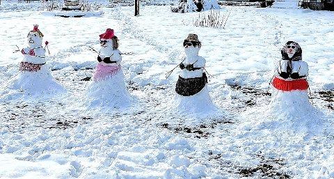 SJARMERENDE: Disse snødamene fikk Marilyn Rose Toralvsdatter til å snu bilen og kjøre tilbake for å ta bilde.