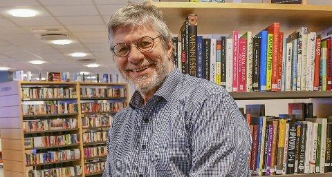Overveldet: Biblioteksjef Peter Svalheim er rørt over at folks engasjement for biblioteket resulterte i en impulsiv pengeinnsamling.Foto: Mette Urdahl
