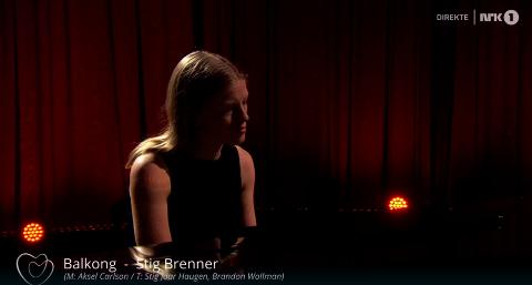 NERVEPIRRENDE: Anna Ueland på scenen i Oslo Spektrum under minnekonsert for 22. juli-terroren.
