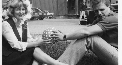FØR...: Aslaug Kulseth og Hans Vintervold en gang mellom 1980 og 1987. - Da jobbet vi i hver vår bank, og var engasjert i Glåmoscupen i fotball. Det var ei helg med folkeliv og moro der hele bygda stilte opp og var med, forteller de.