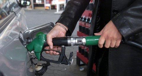 I går kveld stakk en mann av etter å ha fylt bensin på YX 7-Eleven.