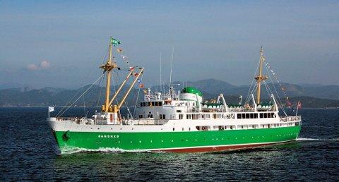 OVERNATTINGSBESØK: Tirsdag kveld, ved 23.00-tiden la MS «Sandnes» til kai i Flekkefjord, men allerede onsdag morgen kastet skipet loss og fortsatte ferden videre østover.