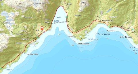 RÅ: Ulykka har skjedd ved Rå, like etter Avenbukta når ein køyrer i retning Lavik.
