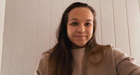 TILSETT: Jeanette Øksenberg trivst godt i Førde – no har ho fått lærarjobb her.
