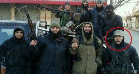 Kriger for IS: Her står Torleif Sanchez Hammer (23) sammen med flere andre IS-soldater i Syria. Bildet lå ute på Fredrikstad-mannens Facebook-profil tidligere.