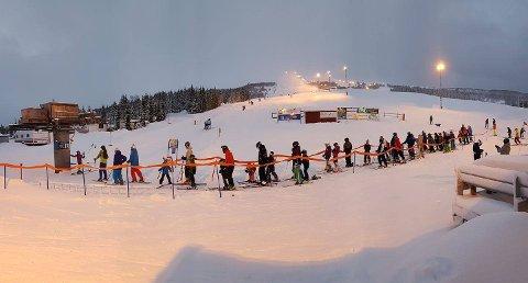 PROBLEM: Bilkjøring i Sollifjellet alpinsenter i Harstad har vært et gjentakende problem. Her fra en mer ønskelig anledning.