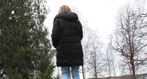 TERAPI : Hun har gått i terapi i flere år på grunn av mobbingen i oppveksten, og bruker også skogen som terapi.