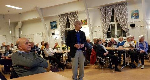 HISTORIEFORTELLEREN: 93-åringen Thor Hofsbro trollbandt forsamlingen på Lidskjalv tirsdag kveld med spennende historier fra fortidens lokalmiljø.