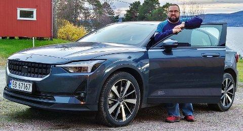 NY ELBIL: Kent Roger Buajordet fikk sin Polestar 2 den 9. september, og er godt fornøyd med bilen selv om han merker at den bruker mer strøm enn hans tidligere elbil, en Hyundai Ioniq han kjøpte i 2018.