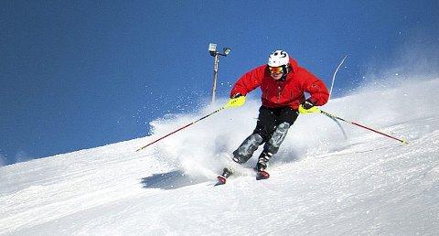 PÅ MED SKIENE: Lierberget alpinsenter har skiføre.