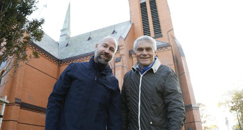 Vår frelsers kirke: – Verket vi framfører i Åkra kirke og i denne kirken søndag er lett tilgjengelig, mener bass Bernt Olav Bauer-Nilsen (til v.) og dirigent Steinar Andsnes.