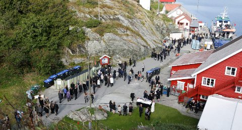 Begravelse på Røvær, Helga Rasmussen.