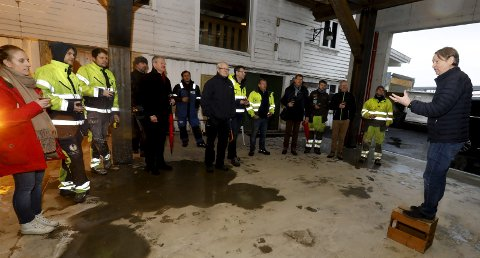 HAUGESUNDS FØRSTE BRYGGERI: Innehaver og ølbrygger Bjørn Dybdahl feiret at taket er på plass med en skjenk fredag formiddag. FOTO: ALFRED AASE