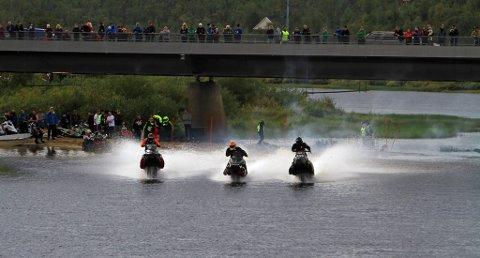 FART PÅ VANN: Til helgenb blir det fart på elva i Kautokeino under NM i vanncross.