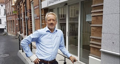 RYDDEGUTT: Banksjef Jan Kleppe i Skagerrak Sparebank rydder opp i bankskuffer og bankskap, og henter penger for å vokse videre.
