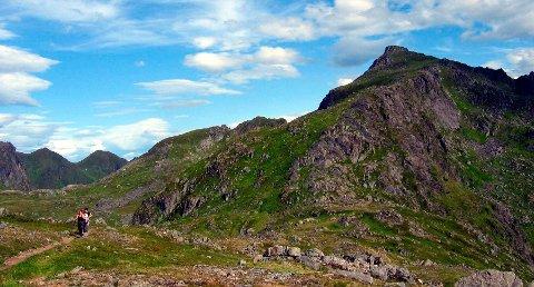 MED: Justatinden er én av toppene som er med på Vestvågøy ti på topp 2021.