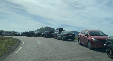 Det var mange som besøkte Hauklandstranda i finværet i helga. Mange parkerte i henhold til oppsatt skilting, men langt fra alle.