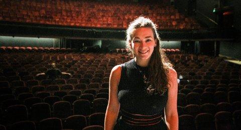 FRILANSER: Silje Gulbrandsen fra Moss har ansvaret for rekvisittene på Folketeateret i Oslo.