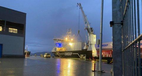 SVARTFOSS: Torsdag kveld traff frakteskipet «Svartfoss» kaianlegget, og påførte kaia store skader.