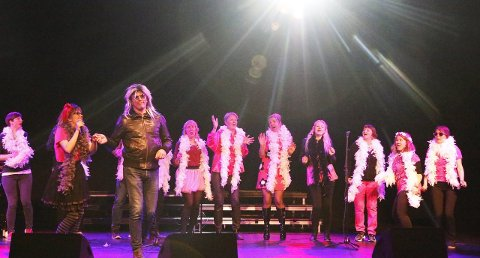 EN SLAGER: «Da-doo-ran-ran» sang lærerne og sjarmerte publikum. ALLE FOTO: STIG PERSSON